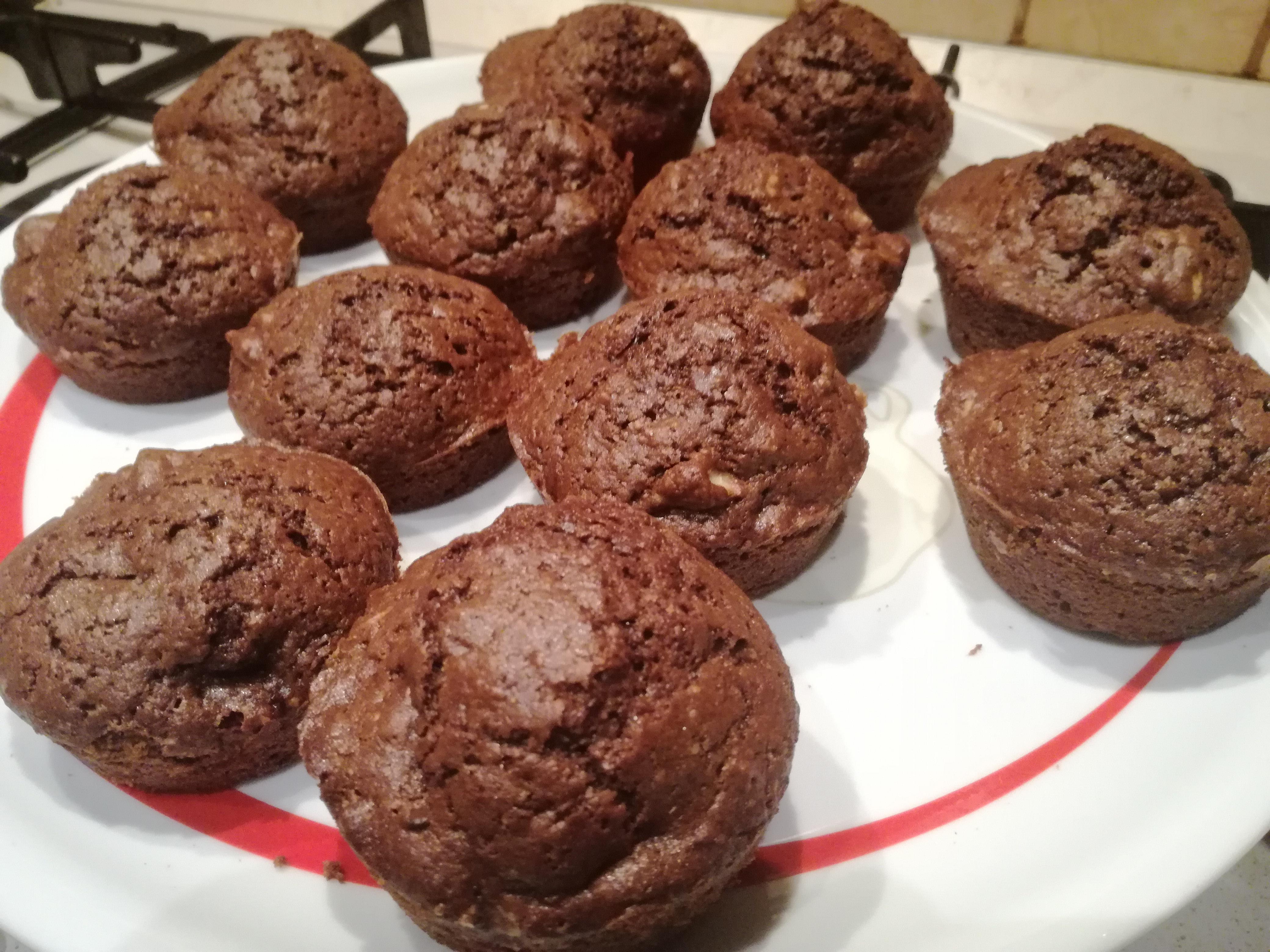 Muffin integrali al cioccolato con noci